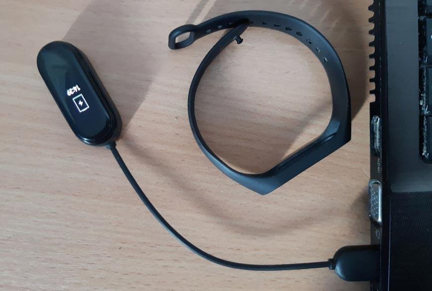 зарядка-mi-band-4-от-ноутбука
